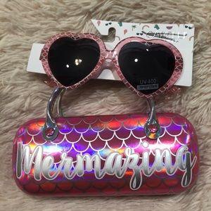 Capelli New York Sunglasses & Hard Case Set